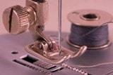 Игла, лапка и шпулька швейной машины